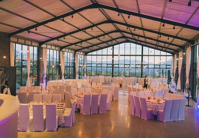 Glamorous-lighting-inside-bakenhof-reception-hall-001