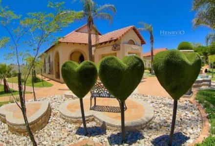 Manicured-gardens-at-chez-charlene-pretoria-001