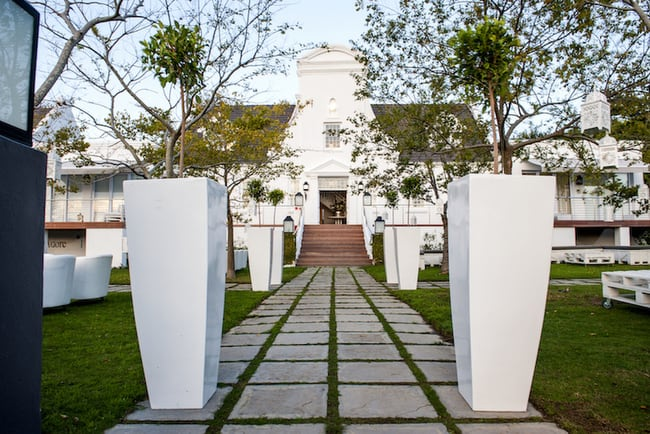 Exquisite-entrance-main-building-bona-dea-001
