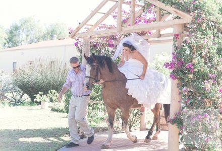 beautiful-bride-on-horseback--morgensrust-wedding-venue-cape-town-001